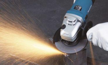 Apre fusto della benzina con frullino: un ferito grave a Solomeo