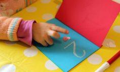 Costruzione di libri tattili, ripartono i laboratori con genitori ed esperti alla Biblioteca Gianni Rodari