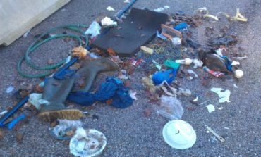Discarica fra Ellera e San Mariano, chili di rifiuti abbandonati da giorni