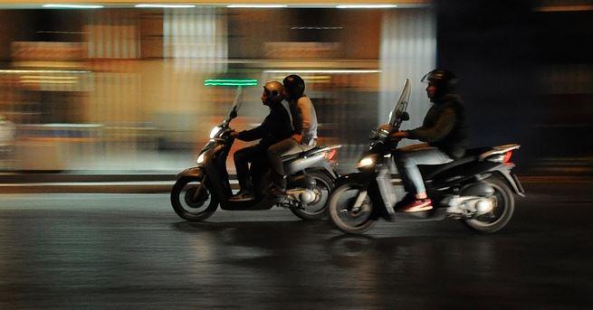 Paura sulla Pievaiola: ragazzino sbalzato dallo scooter perde i sensi