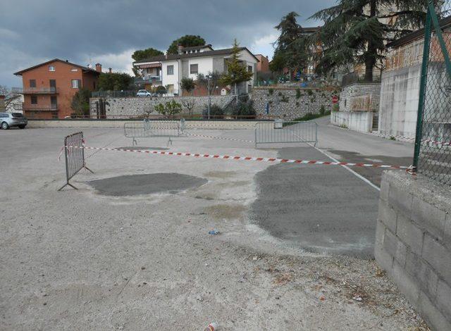 Una buona notizia: buche sistemate sul tetto/parcheggio di Corciano