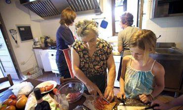 A Pasqua gli umbri si cimentano in cucina come gli chef in Tv e mangiano agnello