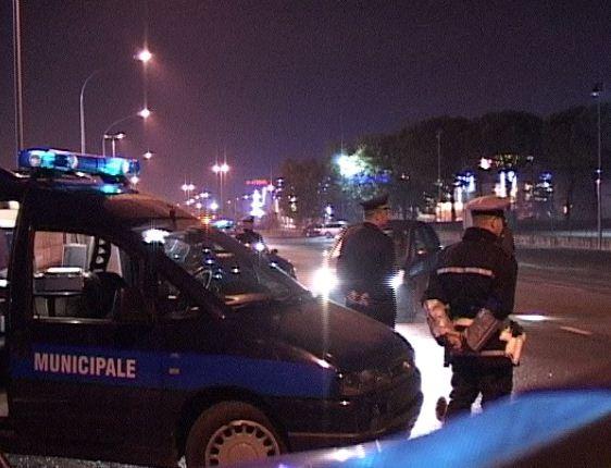 auto donna incidente investita polizia municipale cronaca