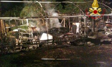 Incendio a Castelvieto nella notte, i pompieri salvano gli animali dal rogo
