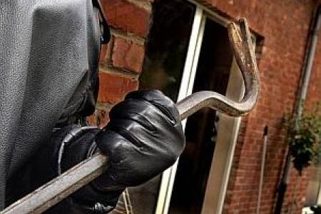 furto in villa ladri cronaca solomeo