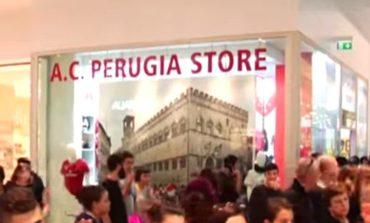 Santopadre al Quasar Village accolto come una star al Perugia Store