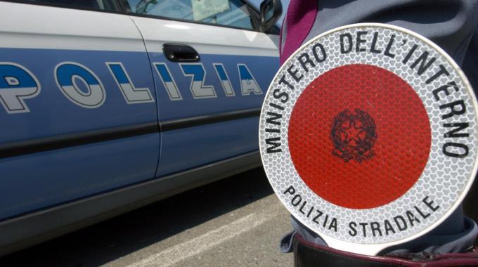 abbigliamento furto polizia stradale cronaca
