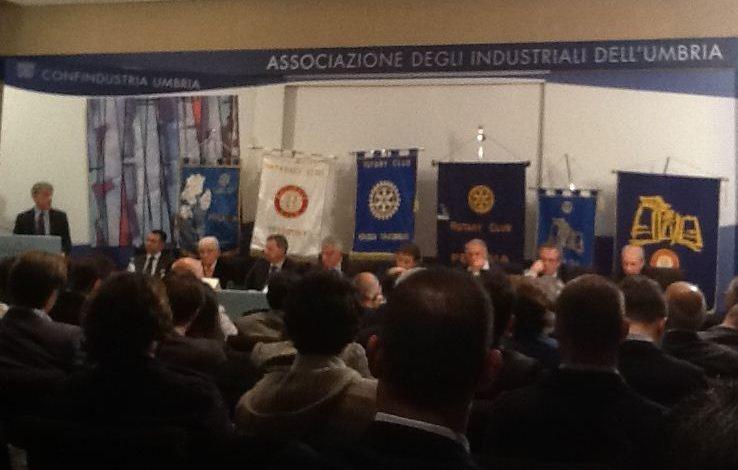 """Per Marinelli applausi a scena aperta al convegno dei Rotary """"Che credito dare al credito"""""""