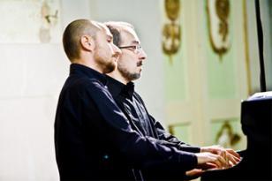 """Pianoforte a 4 mani: il """"Duo Petrouchka"""" al Teatro Cucinelli"""