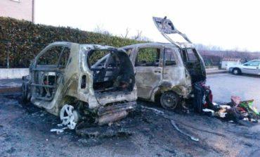 Auto in fiamme tra Corciano e Perugia, indaga la polizia