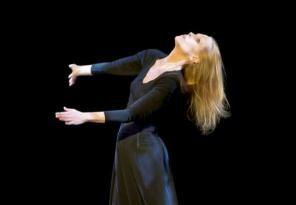Danza, Carolyn Carlson al Teatro Cucinelli per un evento speciale
