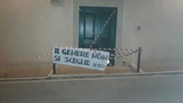 """Protesta di Forza Nuova davanti al teatro di Corciano: """"No alla propaganda omosessualista!"""""""