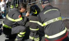 Bimbo si incastra nel giardino dell'asilo, arrivano i vigili del fuoco