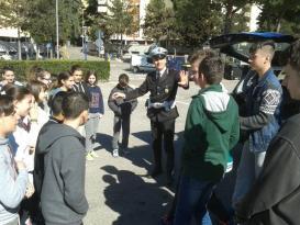 Gli agenti della Municipale salgono in cattedra alla Bonfigli