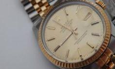 Anziano ingannato da un'avvenente truffatrice, le dà centinaia di euro per un orologio rotto