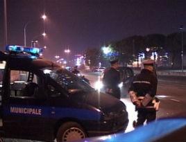 Controlli della polizia locale, sequestrate sei auto: una era rubata