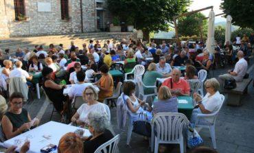 Burraco sotto le stelle a Corciano, 81 coppie per una edizione da record