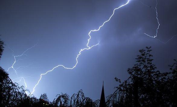 Maltempo: in arrivo temporali e venti forti al centro-sud