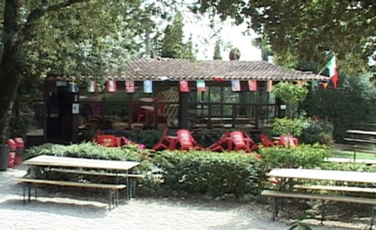 """Bar-ristoro alla Trinità, le associazioni: """"Demolitelo"""". Il gestore: """"Il nostro è un servizio sociale"""""""