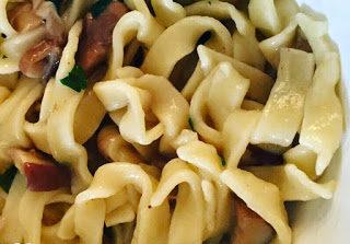 Tagliatelle al pepe fatte in casa con funghi porcini