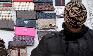 Centinaia di capi contraffatti sequestrati alla Fiera dei Morti
