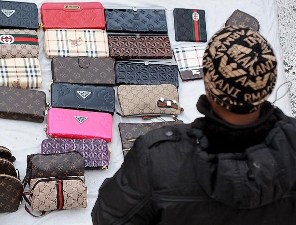 ambulanti contraffazione fiera dei morti guardia di finanza sequestri corciano-centro cronaca glocal
