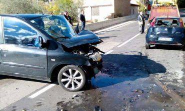 Gravissime due persone dopo lo scontro frontale, l'incidente a pochi metri dal Golf Club