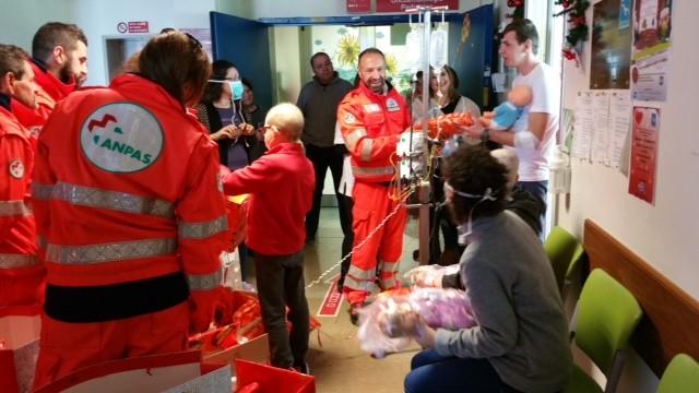 Un sorriso per i bambini ricoverati in ospedale, l'OVUS consegna i regali di Natale