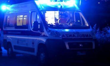 Donna investita da un'auto, intervengono ambulanza e polizia locale