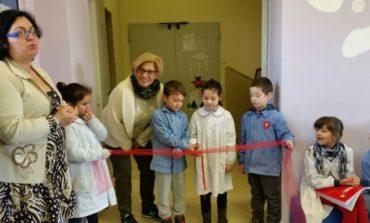 Alla scuola di Olmo prosegue l'alleanza fra genitori ed insegnanti: ristrutturata anche la biblioteca