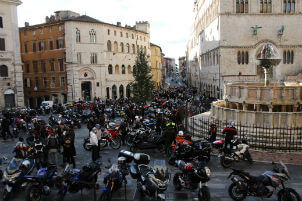 Arriva la motobefana, coinvolta anche la municipale di Corciano