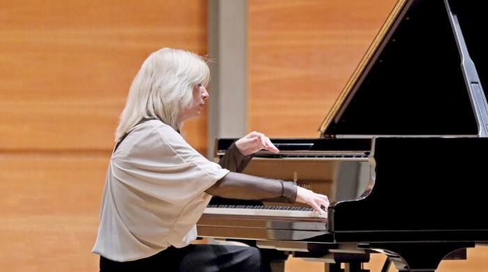 La famosa pianista Sabrina Lanzi al teatro Cucinelli