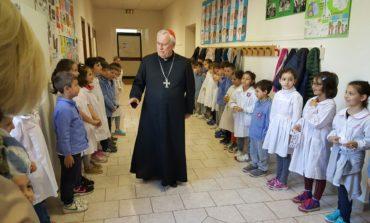 Visita Pastorale nelle scuole, il Cardinale Bassetti riceve i pensierini degli alunni