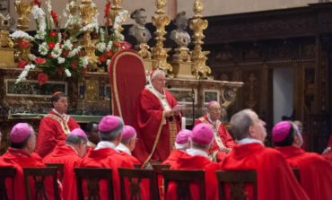 """Il Cardinale Gualtiero Bassetti festeggia 50 anni di sacerdozio: """"Donerò biciclette ai profughi accolti dalla Caritas"""""""