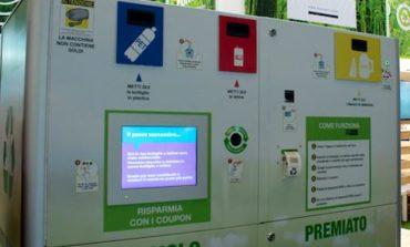 Arrivano gli eco-compattatori, approvata la mozione del M5S: rifiuti puliti e buoni sconto