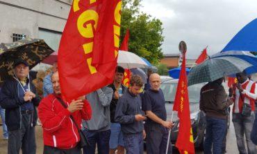 Metalmeccanici, sciopero e presidi per il contratto: alla De Walt adesione all'80%
