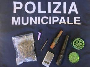 Ventiduenni sorpresi dalla Polizia Locale di Corciano con marijuana e cocaina in auto