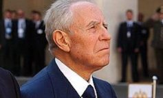 Un minuto di silenzio per Carlo Azeglio Ciampi: il consiglio comunale ricorda il presidente
