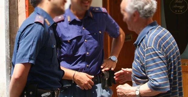 """Truffe agli anziani, partita l'iniziativa della Polizia """"Non siete soli #chiamatecisempre"""""""
