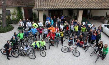 """""""In Bici con Bacco"""", successo per il primo evento dell'associazione l'Abbraccio"""