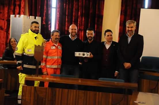 L'associazione 'Corciano Castello di Vino' dona un videoproiettore al C.O.C.