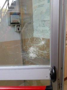 Furto all'Istituto Benedetto Bonfigli. I ladri spaccano il vetro e rubano un computer 5