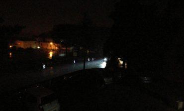 """Buio a San Mariano, i residenti: """"Luci della strada spente da sabato sera"""""""