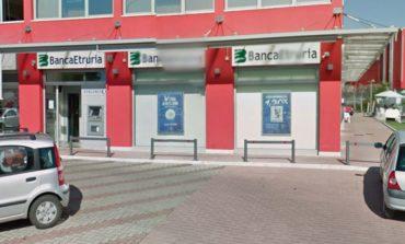 Pacco sospetto alla Banca Etruria di Ellera, interviene il robot dei Carabinieri