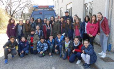 Agenti della Polizia Locale in cattedra insegnano le regole della strada agli allievi dell'Istituto Bonfigli