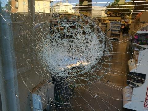 Tentano colpo al PAM, ladri messi in fuga dall'allarme