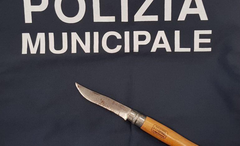 coltello denuncia polizia pregiudicato corciano-centro cronaca ellera-chiugiana