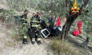 Si ribalta trattore a Castelvieto, morto 46enne