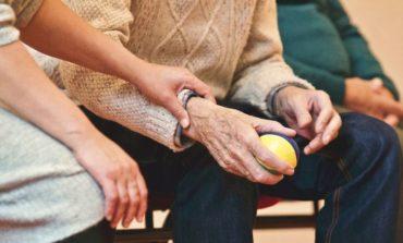 Anziani: dalla Regione il contributo per favorire la permanenza in casa