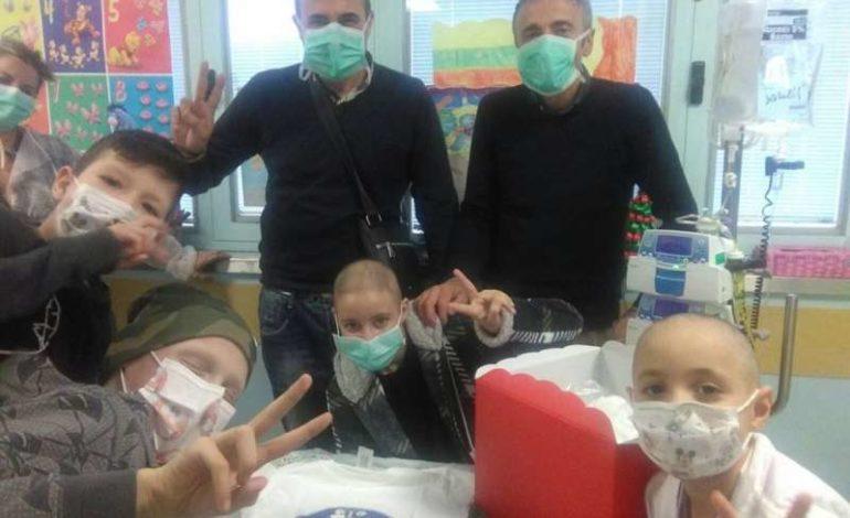 bambini l'abbraccio lamp il lampione ospedale perugia solidarietà teatro cronaca